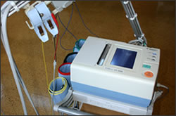 写真:血圧脈派検査装置