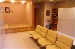 写真:透析患者専用ロッカー室